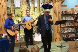 Music at Friday night Tot Shabbat